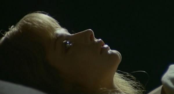 RILLER 1973] La Morte Ha Sorriso all'Assassino (Joe D'Amato, Ewa Aulin, Klaus Kinski, Angela Bo, Sergio Doria)_avi_snapshot_00_01_36_[2010_05_15_06_43_07]
