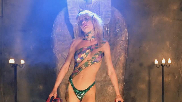 linnea-quigley-hollywood-chainsaw-hookers-2_1