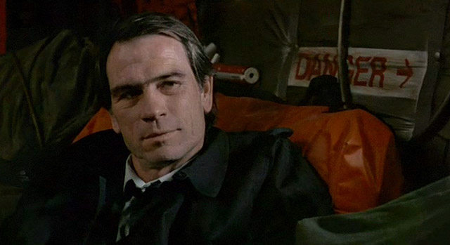 Tommy_Lee_Jones_as_Thomas_Boyette_in_The_Package_(1989)